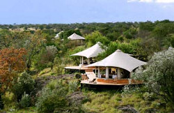 The Ol Seki Mara Camp is set on a wonderful rocky promontory, overlooking the Isupukiai River