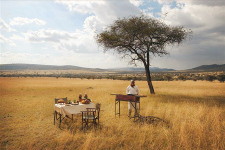 Bush-Breakfast at the Suyan Camp in the Loliondo Area bordering the Serenget National Park